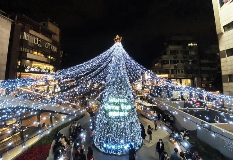 新光三越西南店圣诞树.jpg