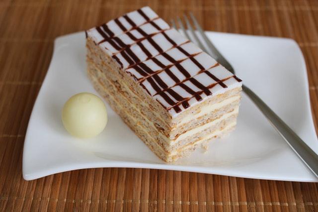 eszterhazyschnitte-cream-slice-dessert-39381