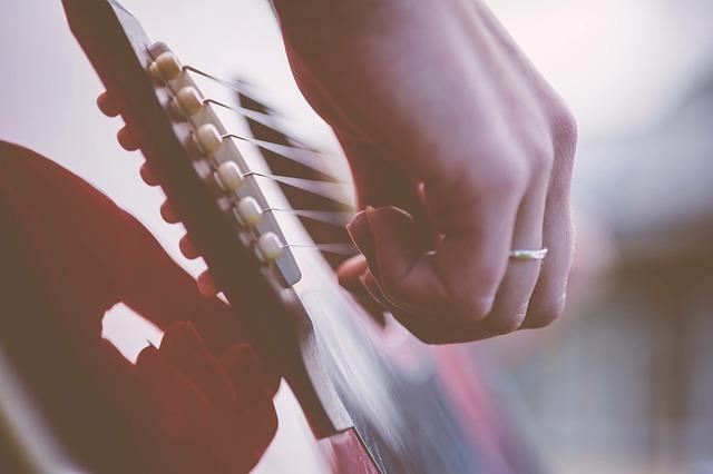 guitar-1354022_640